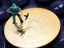 比特币矿工现在每块赚取1 BTC费用