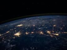 区块链如何保护宇航员在太空漫游时不被宇宙碎片伤害?