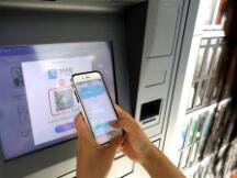 美媒:现金支付方式效率低下 带来巨大经济损失