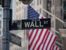 华尔街银行纷纷入场加密货币,面监管重压仍态度谨慎