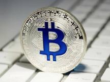 1枚比特币比1公斤的黄金还贵!长期投资你更看好谁?