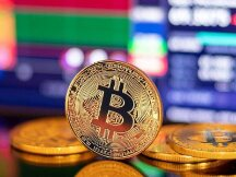 比特币再次触及35,000美元,XRP价格上涨10%