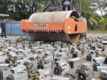 严打偷电犯罪!马来西亚警方碾碎上千台比特币挖矿机