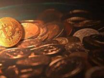 比特币闪崩10000美元 暴跌后又猛涨 一天37万人爆仓